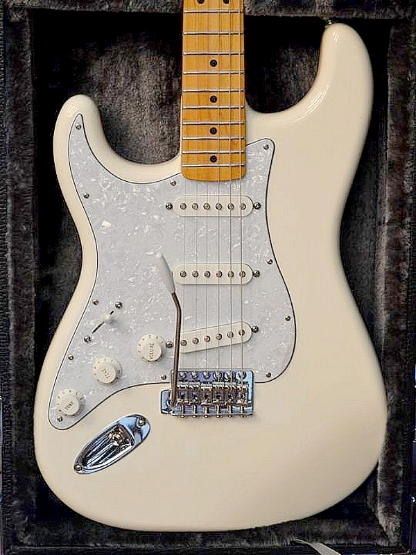 Fender Standard Stratocaster, lefty. With deluxe hard shell case